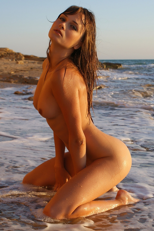 ----; Babe Brunette Beach