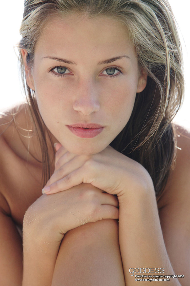 Nela; Babe