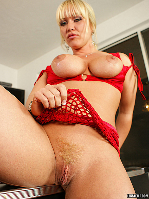 Austin Taylor show her pussy; Milf Pussy